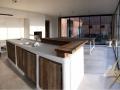 Meuble cuisine  bois de récupération pool house