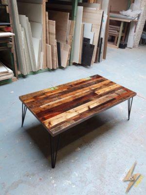 Tables basse avec avec bois de palettes et resine epoxy transparent