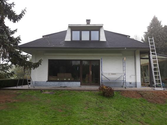 renovation-petit-toit-francais-avant-Wood-and-Light