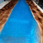 Table riviere hetre brulé et resine epoxy